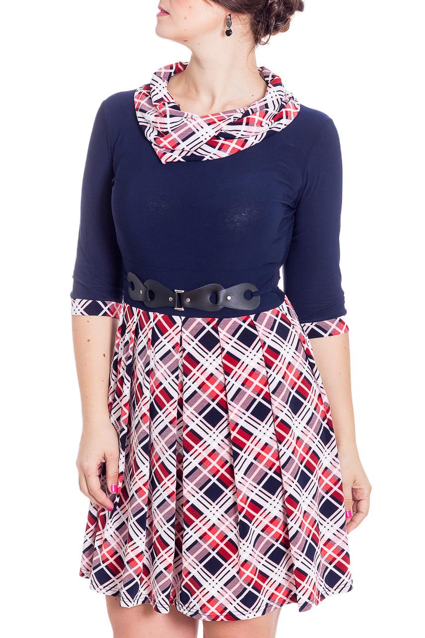 ПлатьеПлатья<br>Великолепное платье приталенного силуэта. Модель выполнена из приятного трикотажа. Отличный выбор для повседневного гардероба.  В изделии использованы цвета: синий, белый, красный  Рост девушки-фотомодели 180 см<br><br>Воротник: Хомут<br>По длине: До колена<br>По материалу: Вискоза,Трикотаж<br>По рисунку: С принтом,Цветные,В клетку<br>По силуэту: Приталенные<br>По стилю: Повседневный стиль<br>По форме: Платье - трапеция<br>По элементам: С декором,Со складками<br>Рукав: Рукав три четверти<br>По сезону: Осень,Весна,Зима<br>Размер : 46,48,50,52,54,56<br>Материал: Холодное масло<br>Количество в наличии: 9