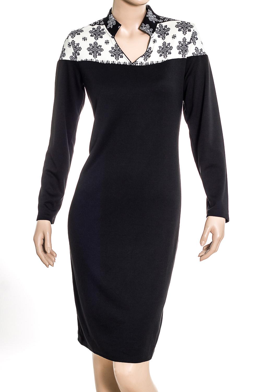 ПлатьеПлатья<br>Прелестное черное платье с воротником стойкой и элементами отделки из принтованной ткани на плечах. Простота и в то же время изысканность модели сделает его любимым платьем в Вашем гардеробе.  Длина платья 98-100 см  В изделии использованы цвета: черный, белый  Ростовка изделия 170 см.<br><br>Горловина: Фигурная горловина<br>По длине: До колена<br>По материалу: Вискоза,Трикотаж<br>По образу: Город,Свидание<br>По рисунку: С принтом,Цветные<br>По силуэту: Приталенные<br>По стилю: Повседневный стиль<br>По форме: Платье - футляр<br>Рукав: Длинный рукав<br>По сезону: Осень,Весна<br>Размер : 46,50<br>Материал: Трикотаж<br>Количество в наличии: 2