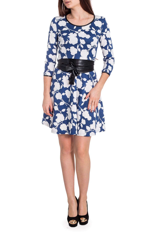 ПлатьеПлатья<br>Прекрасное женское платье с кругой горловиной и рукавами 3/4. Модель выполнена из плотного трикотажа. Отличный выбор для повседневного гардероба. Платье без пояса.  В изделии использованы цвета: синий, белый  Рост девушки-фотомодели 173 см<br><br>Горловина: С- горловина<br>По длине: До колена<br>По материалу: Трикотаж<br>По рисунку: Растительные мотивы,С принтом,Цветные,Цветочные<br>По силуэту: Полуприталенные<br>По стилю: Повседневный стиль<br>По форме: Платье - трапеция<br>Рукав: Рукав три четверти<br>По сезону: Осень,Весна,Зима<br>Размер : 44,46,48,50,52<br>Материал: Трикотаж<br>Количество в наличии: 5