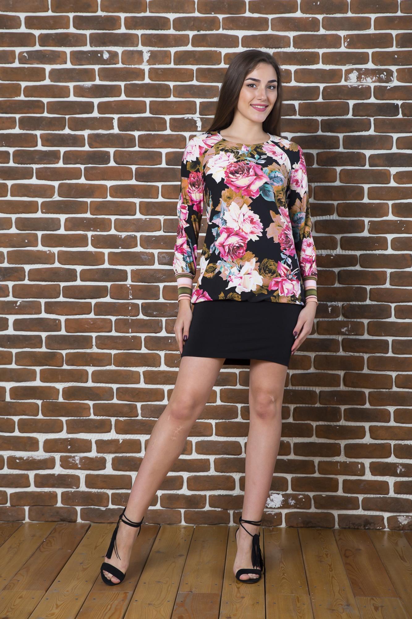 ПлатьеПлатья<br>Чудесное платье имитирующее однотонную юбку и цветную блузку. Модель выполнена из струящегося трикотажа. Отличный выбор для любого случая.  Длина по спинке 42-98 см 44- 99 см 46-100 см 48-101 см 50- 102 см 52- 103 см Длина рукава 42-69 см 44-69 см 46-70 см 48- 70 см 50- 71 см 52-71 см  В изделии использованы цвета: черный, розовый и др.  Ростовка изделия 170 см.<br><br>Горловина: С- горловина<br>По длине: До колена<br>По материалу: Трикотаж<br>По рисунку: Растительные мотивы,С принтом,Цветные,Цветочные<br>По силуэту: Приталенные<br>По стилю: Повседневный стиль<br>По элементам: С манжетами<br>Рукав: Длинный рукав<br>По сезону: Осень,Весна,Зима<br>Размер : 42,44,46,50<br>Материал: Холодное масло<br>Количество в наличии: 4