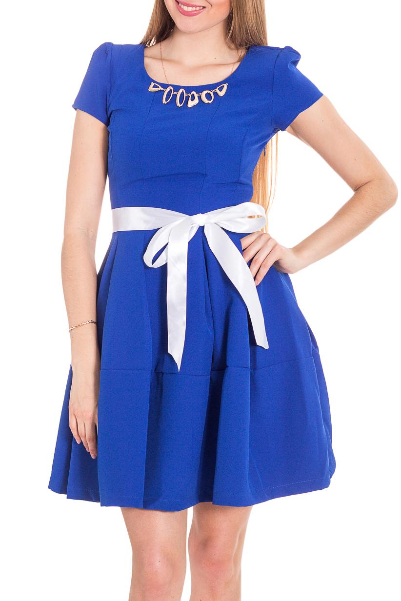 ПлатьеПлатья<br>Элегантное платье изысканного дизайна. Изделие выполнено из комфортного и мягкого материала. Модель с короткими рукавами. Пояс в комплект не входит.  Цвет: синий.  Рост девушки-фотомодели 170 см<br><br>Горловина: С- горловина<br>По длине: До колена<br>По материалу: Костюмные ткани,Тканевые<br>По образу: Город,Свидание<br>По рисунку: Однотонные<br>По силуэту: Полуприталенные,Приталенные<br>По стилю: Нарядный стиль,Повседневный стиль<br>По форме: Беби - долл,Платье - трапеция<br>По элементам: С декором<br>Рукав: Короткий рукав<br>По сезону: Лето<br>Размер : 42,46,48<br>Материал: Костюмно-плательная ткань<br>Количество в наличии: 3