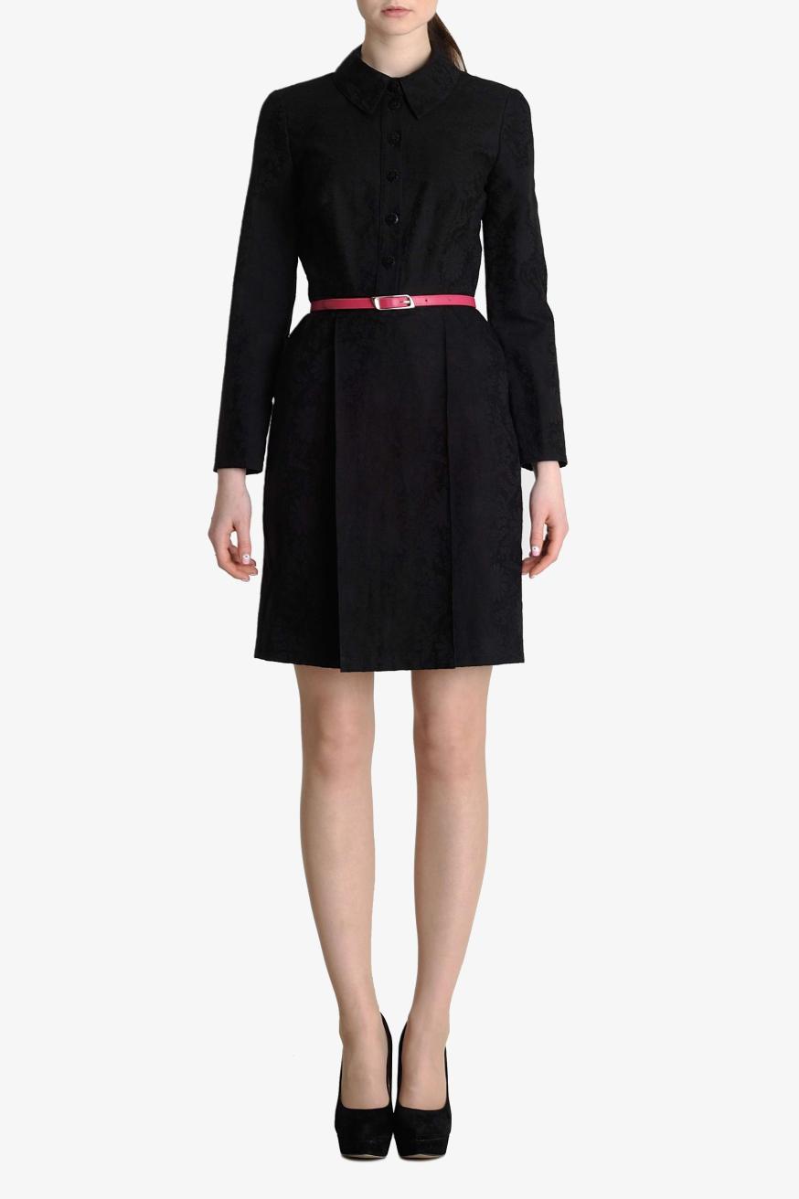 ПлатьеПлатья<br>Платье - рубашка отрезное по талии, юбка расклешенная к низу, с оригинальной затроченной бантовой складкой впереди и сзади. Рукав длинный. Застежка на деревянные пуговицы впереди и на молнию сбоку. Воротник рубашечный. Платье из жаккардового черного хлопка средней плотности с рисунком ромашки. Платье без пояса.   Цвет: черный  Параметры изделия 42 размера:  Обхват груди: 84 см. Обхват талии: 67 см. Обхват бедер: 92 см. Обхват под грудью: 83,2 см. Длина рукава: 59 см. Длина изделия по спинке: 99 см.   Параметры изделия 44 размера:  Обхват груди: 88 см. Обхват талии: 70 см. Обхват бедер: 96 см. Обхват под грудью: 86,2 см. Длина рукава: 59,5 см. Длина изделия по спинке: 99,5 см.  Параметры изделия 48 размера:  Обхват груди: 96 см. Обхват талии: 76 см. Обхват бедер: 104 см. Обхват под грудью: 90,2 см. Длина рукава: 60,5 см. Длина изделия по спинке: 100,5 см.  Рост девушки фото-модели 178 см.<br><br>Воротник: Отложной<br>По длине: До колена<br>По материалу: Хлопок<br>По рисунку: Однотонные<br>По сезону: Зима,Осень,Весна<br>По силуэту: Полуприталенные<br>По стилю: Классический стиль,Офисный стиль,Повседневный стиль,Винтаж<br>По форме: Платье - рубашка<br>По элементам: С пуговицами,Со складками<br>Рукав: Длинный рукав<br>Размер : 42,44,48<br>Материал: Хлопок<br>Количество в наличии: 3