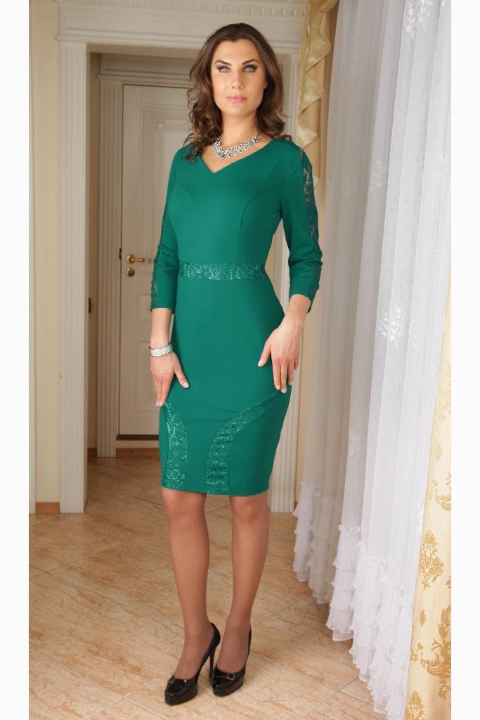 ПлатьеПлатья<br>Нарядное платье длиной до колена. Модель выполнена из мягкого трикотажа с гипюровыми вставками. Отличный выбор для любого случая.   Цвет: зеленый  Ростовка изделия 170 см.  Параметры (обхват груди; обхват талии; обхват бедер): 44 размер - 88; 66,4; 96 см 46 размер - 92; 70,6; 100 см 48 размер - 96; 74,2; 104 см 50 размер - 100; 90; 106 см 52 размер - 104; 94; 110 см 54-56 размер - 108-112; 98-102; 114-118 см 58-60 размер - 116-120; 106-110; 124-130 см<br><br>Горловина: V- горловина<br>По длине: До колена<br>По материалу: Гипюр,Трикотаж<br>По образу: Свидание<br>По рисунку: Однотонные<br>По сезону: Весна,Зима,Лето,Осень,Всесезон<br>По силуэту: Приталенные<br>По форме: Платье - футляр<br>По элементам: С декором<br>Рукав: Рукав три четверти<br>По стилю: Нарядный стиль<br>Размер : 52,58-60<br>Материал: Трикотаж + Гипюр<br>Количество в наличии: 2