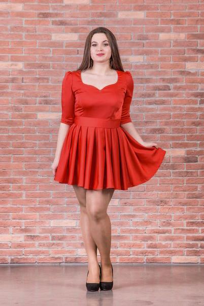 ПлатьеПлатья<br>Яркое платье с фигурной горловиной. Модель выполнена из приятного материала. Платье станет отличным дополнение в Вашем гардеробе.  Цвет: красный  Ростовка изделия 170 см.<br><br>По длине: До колена<br>По материалу: Атлас<br>По рисунку: Однотонные<br>По сезону: Весна,Всесезон,Зима,Лето,Осень<br>По силуэту: Полуприталенные<br>По стилю: Повседневный стиль<br>По форме: Платье - трапеция<br>По элементам: С воланами и рюшами<br>Рукав: Рукав три четверти<br>Горловина: Фигурная горловина<br>Размер : 50<br>Материал: Атлас<br>Количество в наличии: 1