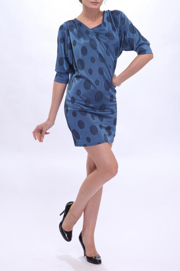 ПлатьеПлатья<br>В этом платье из трикотажной вискозы основной акцент сделан на горловине, оформленной сложной драпировкой. Полуприлегающий силуэт подчеркивает женственные изгибы фигуры, вместе с тем скрывая ее мелкие недостатки. Рисунок «горох» придает платью особую женственность и «уютность». Рекомендуем носить с длинными украшениями, зрительно вытягивающими силуэт.  Цвет: синий  Рост девушки-фотомодели 180 см<br><br>Горловина: Фигурная горловина<br>По длине: До колена<br>По материалу: Вискоза,Трикотаж<br>По рисунку: В горошек,С принтом,Цветные<br>По силуэту: Приталенные<br>По стилю: Повседневный стиль<br>По форме: Платье - футляр<br>Рукав: Рукав три четверти<br>По элементам: Со складками<br>По сезону: Осень,Весна,Зима<br>Размер : 44,48<br>Материал: Трикотаж<br>Количество в наличии: 3