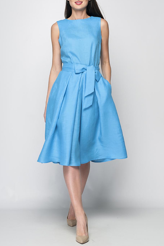 ПлатьеПлатья<br>Элегантное женское платье расклешенного кроя, длина ниже колена, линию талии подчеркнет эффектный декоративный пояс, потайная застежка - молния в боковом шве, в боковых складках юбки спрятаны карманы.  Цвет: голубой  Рост девушки-фотомодели 175 см<br><br>Горловина: С- горловина<br>По длине: Ниже колена<br>По материалу: Лен<br>По рисунку: Однотонные<br>По силуэту: Полуприталенные,Свободные<br>По стилю: Классический стиль,Кэжуал,Летний стиль,Повседневный стиль,Романтический стиль<br>По форме: Платье - трапеция<br>По элементам: С декором,С карманами,С молнией<br>Рукав: Без рукавов<br>По сезону: Лето<br>Размер : 42<br>Материал: Лен<br>Количество в наличии: 1