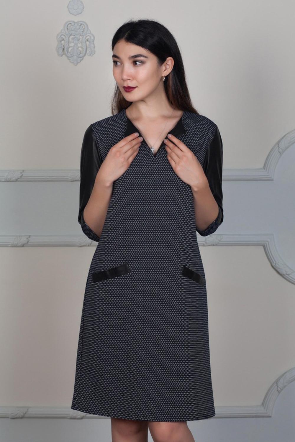 ПлатьеПлатья<br>Платье свободного покроя, не приталенное. А-силуэтное. С рукавами из экокожи и карманами на уровне бедер.  В изделии использованы цвета: черный, белый  Ростовка изделия 170 см.  Длина изделия:  42,44 размера - 97 см;  46,48 размера - 100 см;  50,52 размера - 106 см;  54,56 размера - 110 см.;  58 размера - 112 см.<br><br>Горловина: Фигурная горловина<br>По длине: До колена<br>По материалу: Вискоза,Трикотаж<br>По рисунку: С принтом,Цветные<br>По силуэту: Свободные<br>По стилю: Офисный стиль,Повседневный стиль,Кэжуал,Молодежный стиль<br>По форме: Платье - трапеция<br>По элементам: С карманами,С кожаными вставками<br>Рукав: Рукав три четверти<br>По сезону: Осень,Весна,Зима<br>Размер : 42,44,46,48,56<br>Материал: Трикотаж + Искусственная кожа<br>Количество в наличии: 5