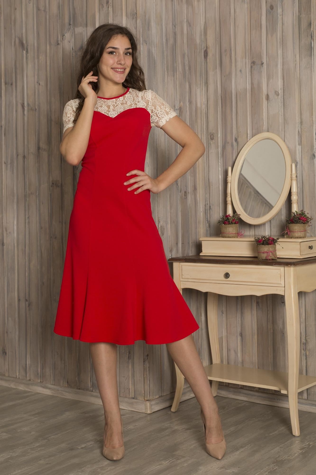 ПлатьеПлатья<br>Яркое красное платье с отделкой из контрастного гипюра. Модель выполнена из приятного материала. Отличный выбор для любого торжества.  Длина по  спинке 44- 112 см 46- 112 см 48- 112 см 50- 112 см 52- 112 см 54- 112 см Длина рукава 44-19 см 46-19 см 48-20 см 50-20 см 52-21 см 54-21 см  В изделии использованы цвета: красный, молочный  Ростовка изделия 170 см.<br><br>Горловина: С- горловина<br>По длине: Ниже колена<br>По материалу: Гипюр,Трикотаж<br>По сезону: Весна,Осень,Зима,Лето,Всесезон<br>По силуэту: Приталенные<br>По стилю: Нарядный стиль,Повседневный стиль<br>По рисунку: Цветные<br>Рукав: Короткий рукав<br>По форме: Платье - годе<br>Размер : 44,46,48,50<br>Материал: Трикотаж + Гипюр<br>Количество в наличии: 4