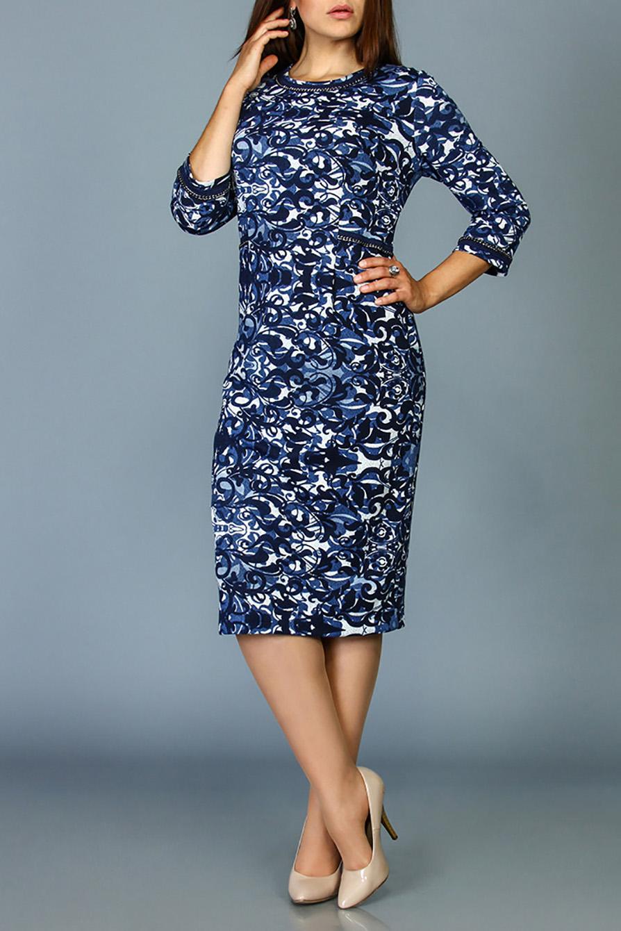 ПлатьеПлатья<br>Цветное платье с круглой горловиной и рукавами 3/4. Модель выполнена из приятного материала. Отличный выбор для любого случая.  В изделии использованы цвета: синий, голубой, белый и др.  Ростовка изделия 170 см.<br><br>Горловина: С- горловина<br>По длине: Ниже колена<br>По материалу: Трикотаж<br>По рисунку: С принтом,Цветные<br>По силуэту: Приталенные<br>По стилю: Повседневный стиль<br>По форме: Платье - футляр<br>По элементам: С разрезом<br>Разрез: Короткий<br>Рукав: Рукав три четверти<br>По сезону: Осень,Весна,Зима<br>Размер : 48,50<br>Материал: Трикотаж<br>Количество в наличии: 2