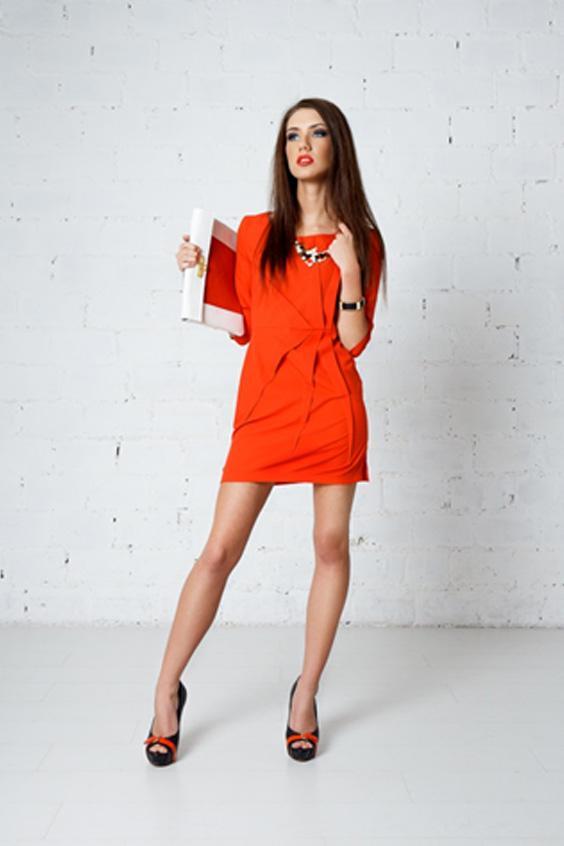 ПлатьеПлатья<br>Яркое оранжевое платье. Отрезная талия, заложены зеркально складки на лифе и юбке. Отличный выбор для любого случая  Цвет: оранжевый  Ростовка изделия 170 см.<br><br>Горловина: С- горловина<br>По длине: Мини<br>По материалу: Вискоза,Тканевые<br>По рисунку: Однотонные<br>По сезону: Весна,Осень,Зима<br>По силуэту: Полуприталенные<br>По стилю: Повседневный стиль<br>По форме: Платье - футляр<br>По элементам: С декором,Со складками<br>Рукав: Рукав три четверти<br>Размер : 42<br>Материал: Плательная ткань<br>Количество в наличии: 2