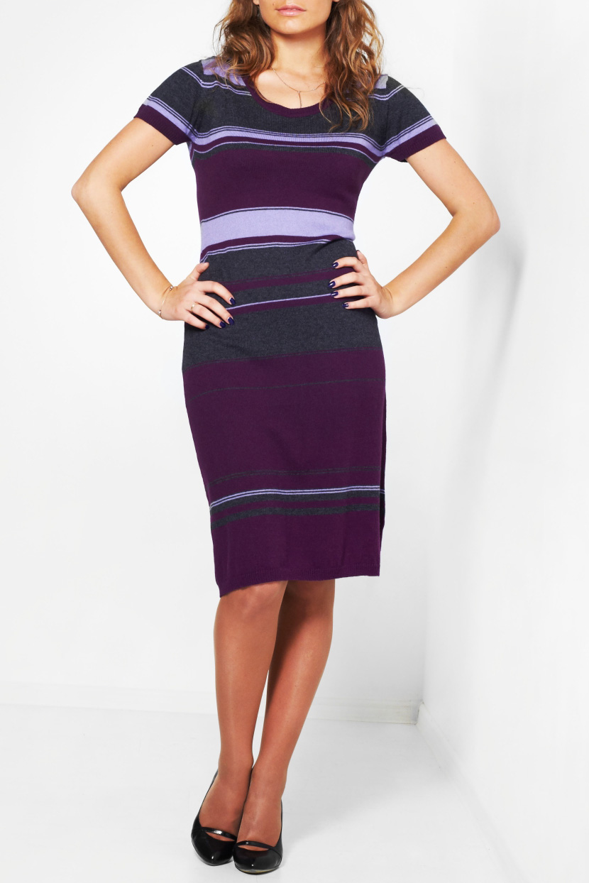 ПлатьеПлатья<br>Повседневное вязаное платье с круглой горловиной и короткими рукавами. Модель выполнена из приятного трикотажа. Отличный выбор для повседневного гардероба.  Цвет: серый, фиолетовый, сиреневый  Ростовка изделия 170 см<br><br>Горловина: С- горловина<br>По материалу: Трикотаж<br>По рисунку: В полоску,Цветные<br>По сезону: Весна,Осень,Зима<br>По силуэту: Полуприталенные<br>По стилю: Повседневный стиль,Кэжуал<br>Рукав: Короткий рукав<br>По длине: Ниже колена<br>Размер : 42,44,46<br>Материал: Трикотаж<br>Количество в наличии: 4