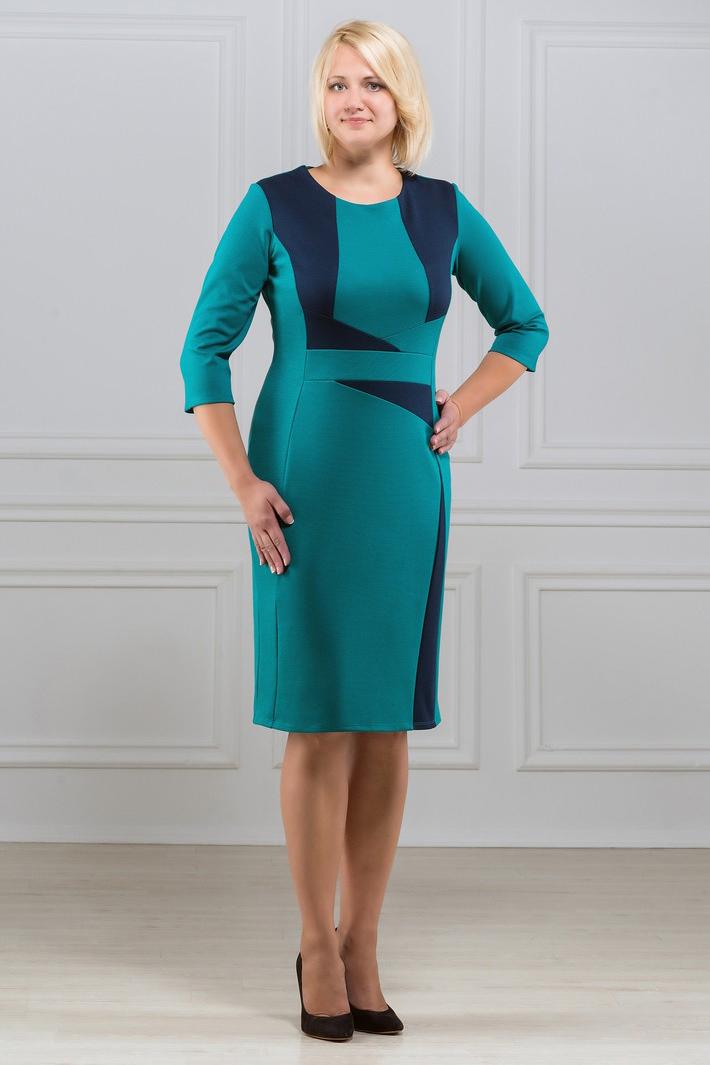 ПлатьеПлатья<br>Элегантное платье построенное на сочетании двух контрастных цветов и ассиметричном рисунке. Классический вариант для офиса. Вырез горловины круглый. Рукав 3/4. Ткань - плотный трикотаж, характеризующийся эластичностью, растяжимостью и мягкостью.   Плотность ткани 280 гр/м2  Длина изделия 100-105 см.  В изделии использованы цвета: бирюзовый, синий  Рост девушки-фотомодели 173 см<br><br>Горловина: С- горловина<br>По длине: Ниже колена<br>По материалу: Вискоза,Трикотаж<br>По образу: Город,Свидание<br>По рисунку: Цветные<br>По силуэту: Приталенные<br>По стилю: Повседневный стиль<br>По форме: Платье - футляр<br>Рукав: Рукав три четверти<br>По сезону: Осень,Весна,Зима<br>Размер : 48<br>Материал: Джерси<br>Количество в наличии: 1