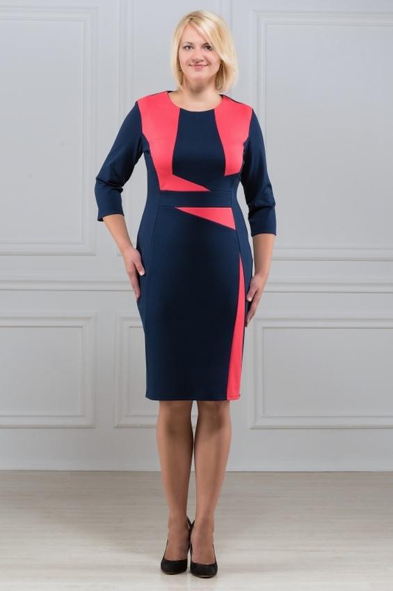 ПлатьеПлатья<br>Элегантное платье построенное на сочетании двух контрастных цветов и ассиметричном рисунке. Классический вариант для офиса. Вырез горловины круглый. Рукав 3/4. Ткань - плотный трикотаж, характеризующийся эластичностью, растяжимостью и мягкостью.   Плотность ткани 280 гр/м2  Длина изделия 100-105 см.  Цвет: синий, коралловый  Рост девушки-фотомодели 173 см<br><br>По образу: Свидание,Город,Офис<br>По стилю: Офисный стиль,Повседневный стиль<br>По материалу: Вискоза,Трикотаж<br>По рисунку: Цветные<br>По сезону: Весна,Осень<br>По силуэту: Полуприталенные<br>По форме: Платье - футляр<br>По длине: До колена<br>Рукав: Рукав три четверти<br>Горловина: С- горловина<br>Размер: 50,52,54,56,58,60,46,48<br>Материал: 78% вискоза 19% полиэстер 3% эластан<br>Количество в наличии: 3