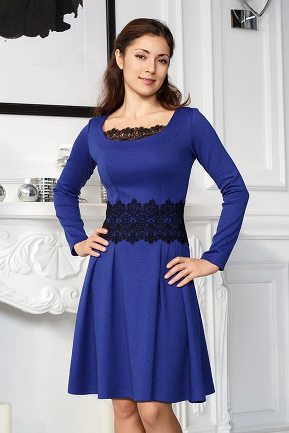 ПлатьеПлатья<br>Эффектное платье из трикотажа. Пышная юбка, глубокий вырез горловины, декорирован изысканным кружевным полотном. Богатое кружево по талии придаёт платью торжественности. Сбоку застежка на молнию.  Цвет: синий, черный  Длина по спинке в 46 размере - 89 см.  Ростовка изделия 170 см.<br><br>Горловина: С- горловина<br>По длине: До колена<br>По материалу: Вискоза,Трикотаж<br>По рисунку: Цветные<br>По сезону: Весна,Зима,Лето,Осень,Всесезон<br>По силуэту: Полуприталенные<br>По стилю: Нарядный стиль,Повседневный стиль<br>По элементам: С декором<br>Рукав: Длинный рукав<br>По форме: Платье - трапеция<br>Размер : 48<br>Материал: Джерси<br>Количество в наличии: 1