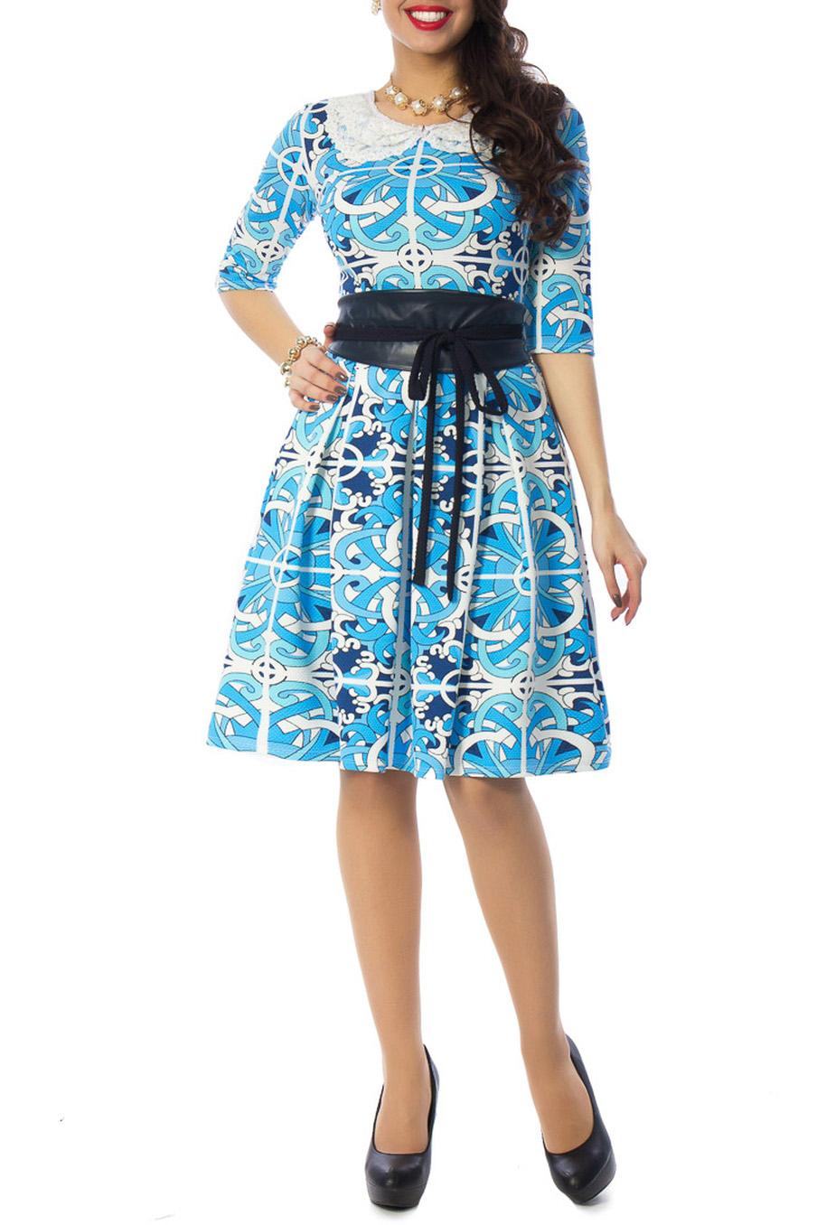 ПлатьеПлатья<br>Эффектное платье с отложным воротничком. Модель выполнена из приятного материала. Отличный выбор для любого случая.  Аксессуары и пояс в комплект не входят.  Цвет: голубой, белый, синий  Ростовка изделия 170 см.<br><br>Воротник: Отложной<br>Горловина: С- горловина<br>По длине: До колена<br>По материалу: Трикотаж<br>По рисунку: С принтом,Цветные<br>По силуэту: Приталенные<br>По стилю: Повседневный стиль<br>По форме: Платье - трапеция<br>Рукав: До локтя<br>По сезону: Осень,Весна,Зима<br>По элементам: С декором<br>Размер : 54,56<br>Материал: Трикотаж<br>Количество в наличии: 2