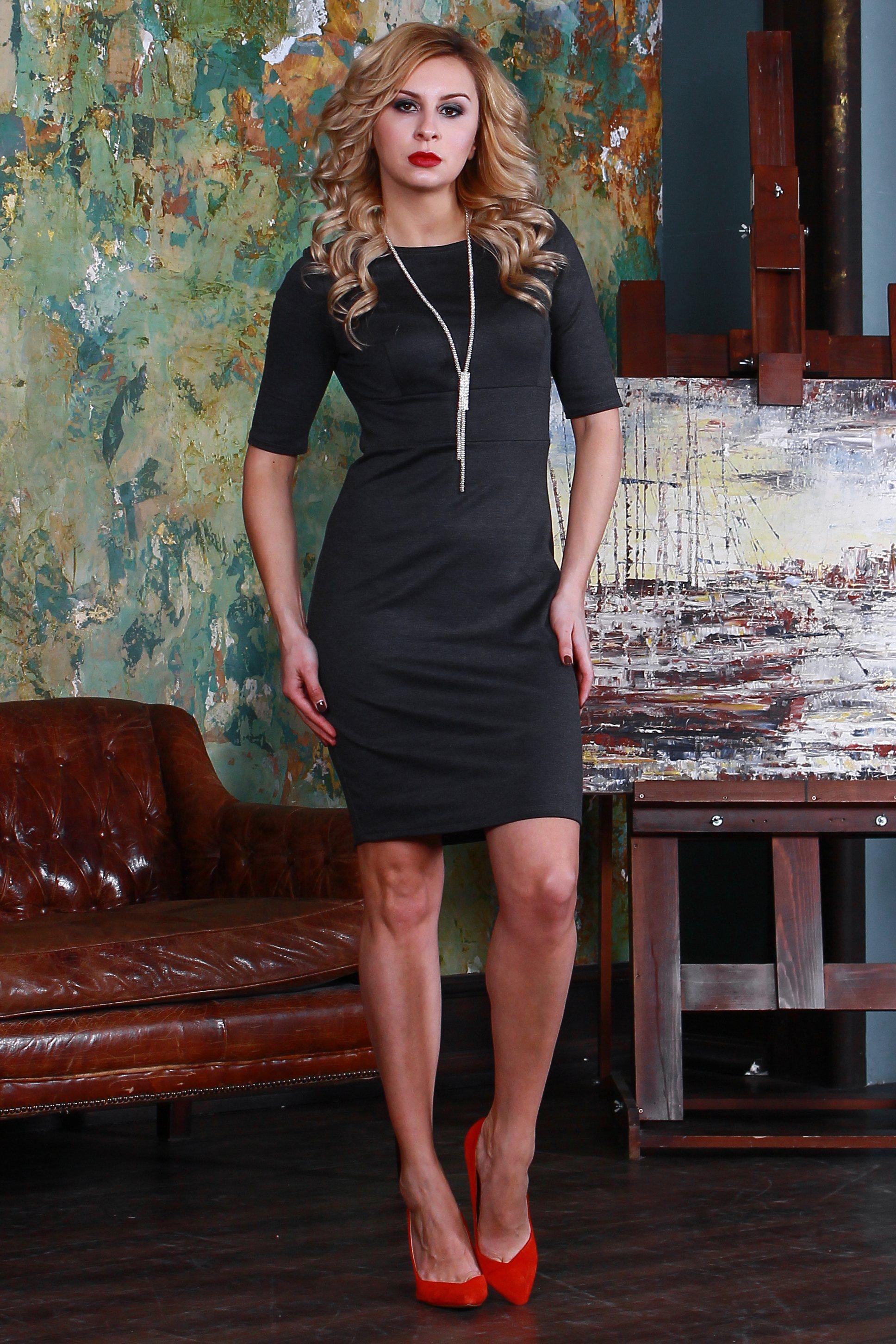 ПлатьеПлатья<br>Платье прилегающего силуэта из полушерстяного трикотажного полотна,  с округлым вырезом горловины и втачным рукавом до локтя. Лаконичный строгий покрой создает идеальный силуэт.  Длина платья от 91 см до 100 см , в зависимости от размера.  Цвет: серый  Рост девушки-фотомодели 175 см<br><br>Горловина: С- горловина<br>По длине: До колена<br>По материалу: Трикотаж<br>По рисунку: Однотонные<br>По силуэту: Приталенные<br>По стилю: Офисный стиль,Повседневный стиль<br>По форме: Платье - футляр<br>Рукав: До локтя<br>По сезону: Осень,Весна,Зима<br>Размер : 46,52,54<br>Материал: Джерси<br>Количество в наличии: 3