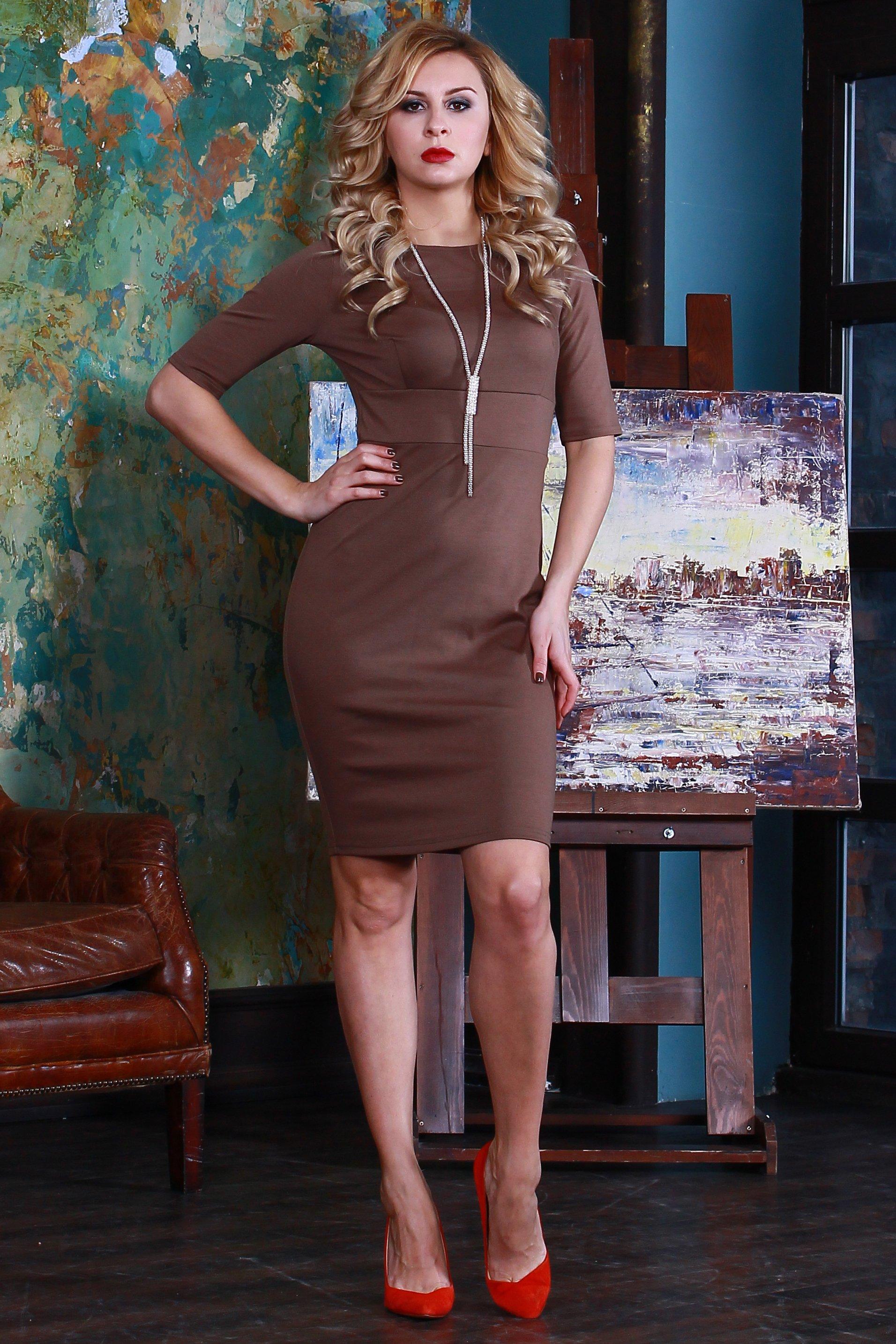 ПлатьеПлатья<br>Платье прилегающего силуэта из полушерстяного трикотажного полотна,  с округлым вырезом горловины и втачным рукавом до локтя. Лаконичный строгий покрой создает идеальный силуэт.  Длина платья от 91 см до 100 см , в зависимости от размера.  Цвет: коричневый  Рост девушки-фотомодели 175 см<br><br>Горловина: С- горловина<br>По длине: До колена<br>По материалу: Трикотаж<br>По рисунку: Однотонные<br>По силуэту: Приталенные<br>По стилю: Классический стиль,Офисный стиль,Повседневный стиль<br>По форме: Платье - футляр<br>Рукав: До локтя<br>По сезону: Осень,Весна,Зима<br>Размер : 48,52,54<br>Материал: Джерси<br>Количество в наличии: 3