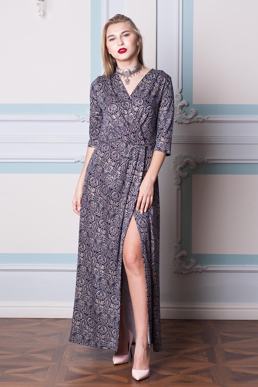 ПлатьеПлатья<br>Эффектное платье в пол полуприталенного силуэта с запахом и рукавами 3/4. Модель выполнена из приятного трикотажа. Отличный выбор для повседневного гардероба.  В изделии использованы цвета: синий, бежевый  Длина изделия до талии:  42,44 размеры - 45 см,  46,48 размеры - 47 см,  50,52 размеры - 49 см,  54,56 размеры - 51 см  Длина юбки 105 см.  Ростовка изделия 170 см.<br><br>Горловина: V- горловина,Запах<br>По длине: Макси<br>По материалу: Трикотаж<br>По рисунку: С принтом,Цветные<br>По сезону: Весна,Зима,Лето,Осень,Всесезон<br>По силуэту: Полуприталенные<br>По стилю: Нарядный стиль,Повседневный стиль<br>По форме: Платье - трапеция<br>По элементам: С разрезом<br>Разрез: Длинный<br>Рукав: Рукав три четверти<br>Размер : 42,44,48,56<br>Материал: Трикотаж<br>Количество в наличии: 4