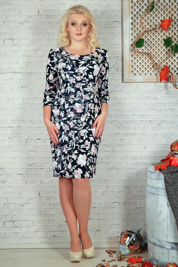 ПлатьеПлатья<br>Нарядное платье с круглой головиной и рукавами 3/4. Модель выполнена из приятного материала и воздушного шифона. Отличный выбор для любого случая.  В изделии использованы цвета: синий, коралловый и др.  Параметры размеров: 44 размер - обхват груди 84 см., обхват талии 72 см., обхват бедер 97 см. 46 размер - обхват груди 92 см., обхват талии 76 см., обхват бедер 100 см. 48 размер - обхват груди 96 см., обхват талии 80 см., обхват бедер 103 см. 50 размер - обхват груди 100 см., обхват талии 84 см., обхват бедер 106 см. 52 размер - обхват груди 104 см., обхват талии 88 см., обхват бедер 109 см. 54 размер - обхват груди 110 см., обхват талии 94,5 см., обхват бедер 114 см. 56 размер - обхват груди 116 см., обхват талии 101 см., обхват бедер 119 см. 58 размер - обхват груди 122 см., обхват талии 107,5 см., обхват бедер 124 см. 60 размер - обхват груди 128 см., обхват талии 114 см., обхват бедер 129 см.  Ростовка изделия 168 см.<br><br>Горловина: С- горловина<br>По длине: Ниже колена<br>По материалу: Тканевые,Шифон<br>По рисунку: Растительные мотивы,С принтом,Цветные,Цветочные<br>По сезону: Весна,Зима,Лето,Осень,Всесезон<br>По силуэту: Полуприталенные<br>По стилю: Нарядный стиль,Повседневный стиль<br>По форме: Платье - футляр<br>Рукав: Рукав три четверти<br>Размер : 56<br>Материал: Плательная ткань + Шифон<br>Количество в наличии: 2