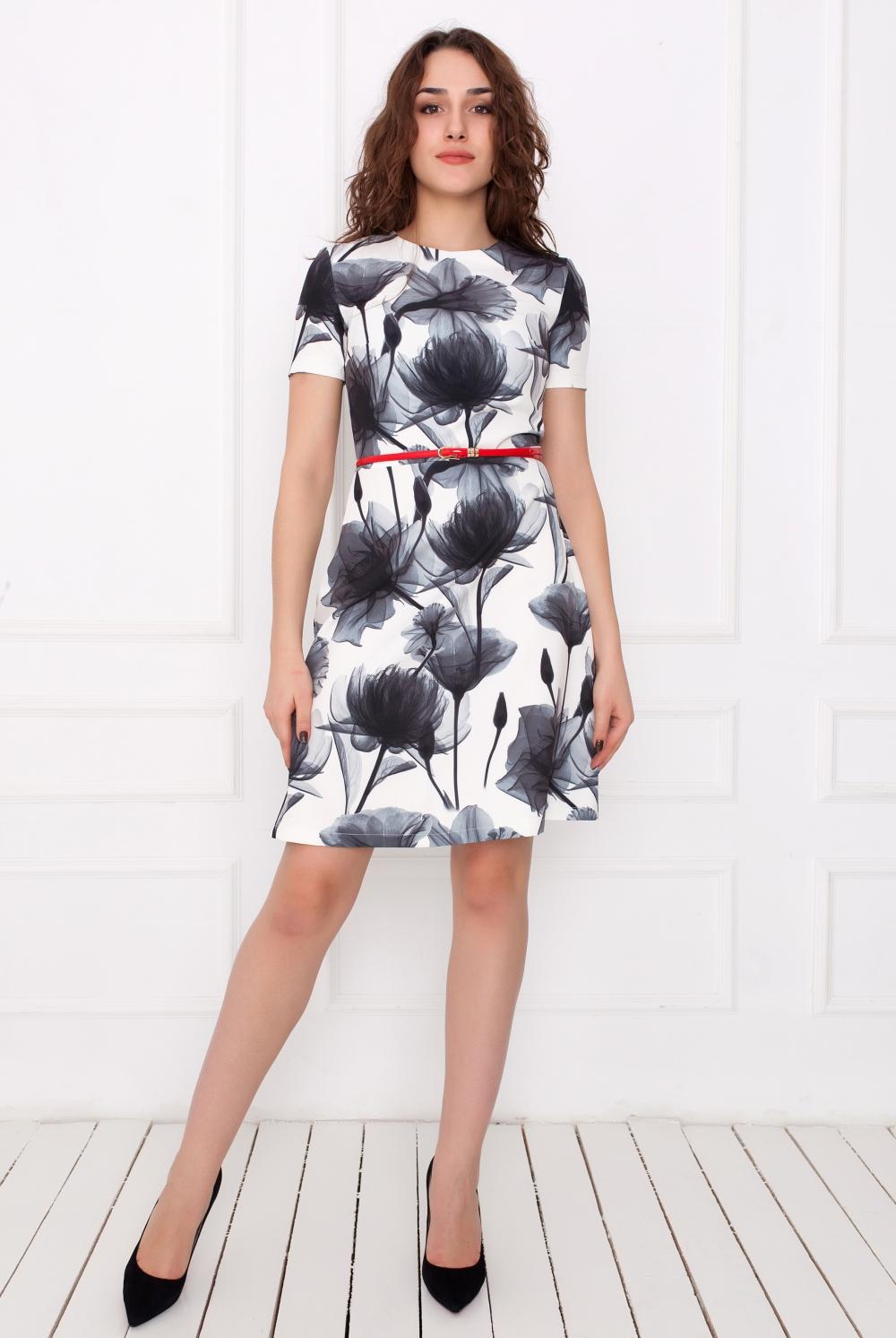 ПлатьеПлатья<br>Чудесное платье с цветочным принтом. Модель выполнена из приятного материала. Отличный выбор для любого случая.Платье без пояса.В изделии использованы цвета: черный, белый, серыйРостовка изделия 170 см.Длина изделия по спинке:44 размер - 95 см46 размер - 95 см48 размер - 96 см50 размер - 96 см52 размер - 97 см54 размер - 97 смДлина рукава:44 размер - 20 см46 размер - 20 см48 размер - 21 см50 размер - 21 см52 размер - 22 см54 размер - 22 см<br><br>Горловина: С- горловина<br>Длина: До колена<br>Материал: Тканевые<br>Рисунок: Растительные мотивы,С принтом,Цветные,Цветочные<br>Рукав: Короткий рукав<br>Сезон: Лето,Осень,Весна<br>Силуэт: Приталенные<br>Стиль: Повседневный стиль<br>Форма: Платье - футляр<br>Размер : 44,46,48,50,52,54<br>Материал: Плательная ткань<br>Количество в наличии: 6