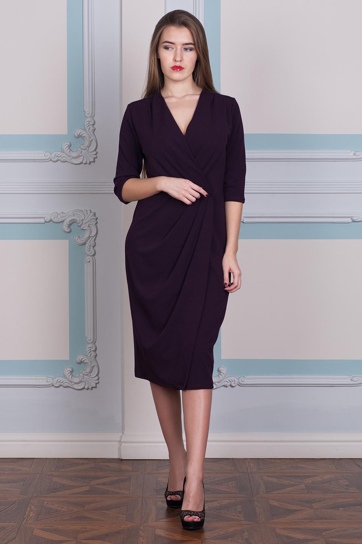 ПлатьеПлатья<br>Эффектное платье полуприталенного силуэта с запахом и рукавами 3/4. Модель выполнена из приятного трикотажа. Отличный выбор для повседневного гардероба.  В изделии использованы цвета: фиолетовый  Длина изделия до талии:  42,44 размеры - 45 см,  46,48 размеры - 47 см,  50,52 размеры - 49 см,  54,56 размеры - 51 см  Длина юбки 70 см.  Ростовка изделия 170 см.<br><br>Горловина: V- горловина,Запах<br>По длине: Ниже колена<br>По материалу: Трикотаж<br>По рисунку: Однотонные<br>По сезону: Зима,Осень,Весна<br>По силуэту: Полуприталенные<br>По стилю: Офисный стиль,Повседневный стиль<br>По форме: Платье - футляр<br>По элементам: С декором,С разрезом,Со складками<br>Разрез: Короткий,Шлица<br>Рукав: Рукав три четверти<br>Размер : 42,44,46<br>Материал: Трикотаж<br>Количество в наличии: 3