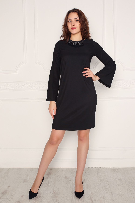 ПлатьеПлатья<br>Однотонное платье с длинными расклешенными рукавами. Модель выполнена из приятного материала. Отличный выбор для любого случая.Платье без бижутерии.В изделии использованы цвета: черныйРостовка изделия 170 см.Длина изделия по спинке:44 размер - 93 см46 размер - 93 см48 размер - 94 см50 размер - 94 см52 размер - 95 см54 размер - 95 смДлина рукава:44 размер - 59 см46 размер - 59 см48 размер - 60 см50 размер - 60 см52 размер - 61 см54 размер - 61 см<br><br>Горловина: С- горловина<br>Длина: До колена<br>Материал: Трикотаж<br>Рисунок: Однотонные<br>Рукав: Длинный рукав<br>Силуэт: Полуприталенные<br>Стиль: Офисный стиль,Повседневный стиль<br>Форма: Платье - футляр<br>Сезон: Осень,Весна<br>Размер : 44,46,48,50,52<br>Материал: Трикотаж<br>Количество в наличии: 5