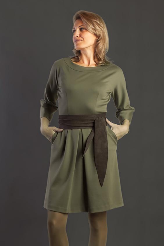 ПлатьеПлатья<br>Однотонное платье с рукавами 3/4. Модель выполнена из приятного трикотажа. Отличный выбор для повседневного гардероба. Платье без пояса.  Цвет: зеленый  Ростовка изделия 170 см.<br><br>Горловина: С- горловина<br>По длине: До колена<br>По материалу: Трикотаж<br>По рисунку: Однотонные<br>По силуэту: Полуприталенные<br>По стилю: Офисный стиль,Повседневный стиль<br>По форме: Платье - футляр<br>Рукав: Рукав три четверти<br>По сезону: Осень,Весна<br>Размер : 54<br>Материал: Трикотаж<br>Количество в наличии: 1