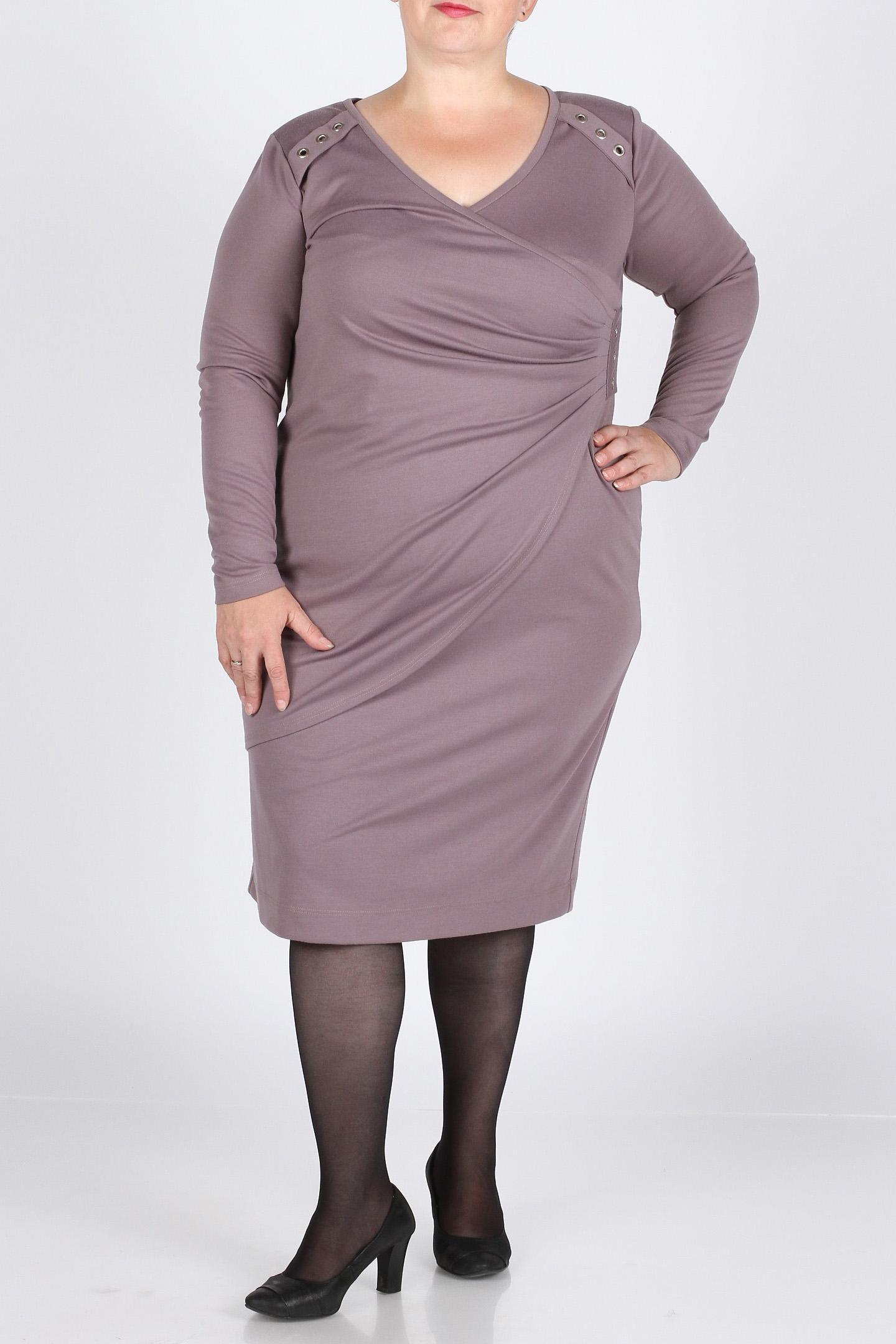 ПлатьеПлатья<br>Очень красивое платье модного фасона из итальянского джерси. Украшено драпировкой и декоративными кольцами по полочке. V - образный вырез. Длина изделия по спинке - 103 см.  Цвет: серо-сиреневый  Рост девушки-фотомодели 164 см., размер 56.<br><br>Горловина: V- горловина,Запах<br>По длине: Ниже колена<br>По материалу: Трикотаж<br>По рисунку: Однотонные<br>По стилю: Повседневный стиль<br>По форме: Платье - футляр<br>По элементам: С декором,Со складками,С отделочной фурнитурой<br>Рукав: Длинный рукав<br>По силуэту: Приталенные<br>По сезону: Осень,Весна,Зима<br>Размер : 52,58,60<br>Материал: Джерси<br>Количество в наличии: 3