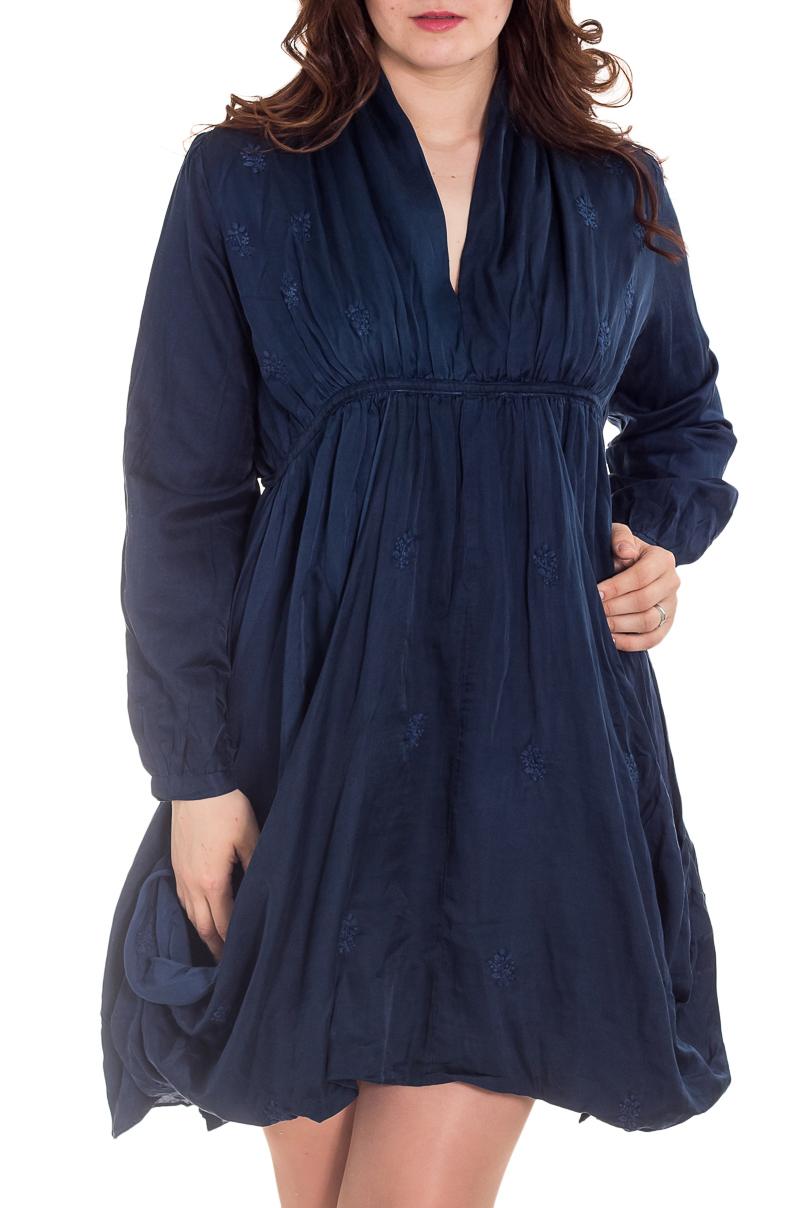 ПлатьеПлатья<br>Роскошное платье из приятного шелкового материала. Отличный выбор для любого случая. Платье с подкладом.  Цвет: синий  Рост девушки-фотомодели 180 см.<br><br>Горловина: V- горловина<br>По длине: До колена<br>По материалу: Шелк<br>По рисунку: Однотонные<br>По сезону: Весна,Лето,Осень<br>По силуэту: Свободные<br>По стилю: Повседневный стиль<br>По форме: Платье - трапеция<br>По элементам: Со складками,С декором<br>Рукав: Длинный рукав<br>Размер : 44,46,48,50,54,60,64,68<br>Материал: Шелк<br>Количество в наличии: 15