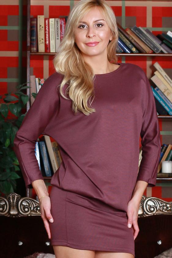 ПлатьеПлатья<br>Платье из плотного джерси. Верх платья свободного силуэта с цельнокроенными рукавами, нижняя часть (отрезная по линии бедер) плотно облегает фигуру.   Длина изделия от 94 см до 108 см , в зависимости от размера.   Цвет: красно-коричневый  Ростовка изделия 170 см.<br><br>Горловина: С- горловина<br>По длине: До колена<br>По материалу: Вискоза,Трикотаж<br>По образу: Город,Офис,Свидание<br>По рисунку: Однотонные<br>По сезону: Зима<br>По силуэту: Полуприталенные<br>По стилю: Офисный стиль,Повседневный стиль<br>Рукав: Длинный рукав<br>Размер : 42,44,46,48,50,52,54<br>Материал: Трикотаж<br>Количество в наличии: 1