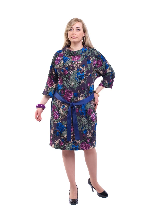 ПлатьеПлатья<br>Красивое платье с контрастным поясом и рукавами 3/4. Модель выполнена из плотного трикотажа. Отличный выбор для повседневного гардероба.  Цвет: фиолетовый, синий, зеленый, розовый  Рост девушки-фотомодели 173 см.<br><br>Воротник: Стойка<br>По длине: Ниже колена<br>По материалу: Вискоза,Трикотаж<br>По образу: Город,Свидание<br>По рисунку: Абстракция,Растительные мотивы,Цветные,Цветочные<br>По сезону: Весна,Осень<br>По силуэту: Полуприталенные<br>По стилю: Повседневный стиль<br>По элементам: С поясом<br>Рукав: Рукав три четверти<br>Размер : 58,60,62,64,66<br>Материал: Трикотаж<br>Количество в наличии: 4