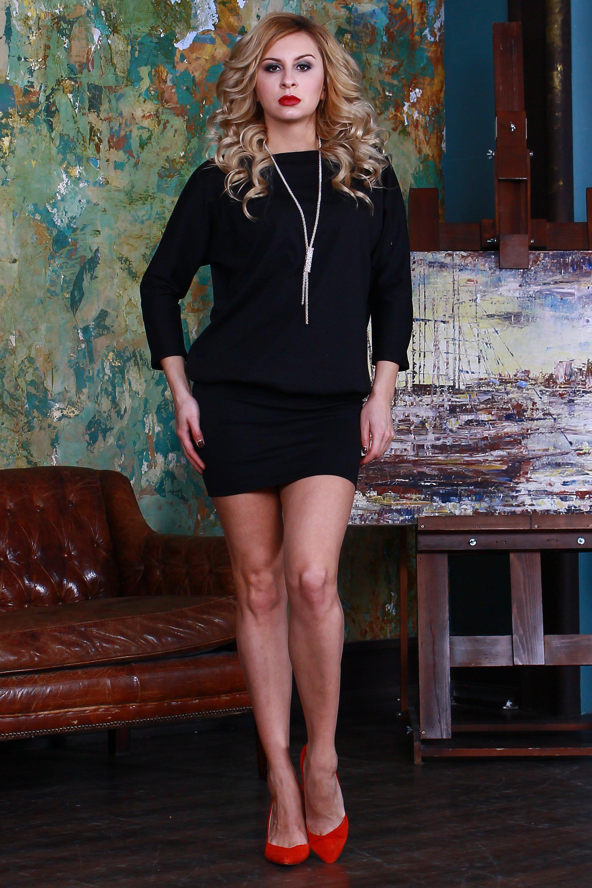 ПлатьеПлатья<br>Платье из плотного джерси. Верх платья свободного силуэта с цельнокроенными рукавами, нижняя часть (отрезная по линии бедер) плотно облегает фигуру.   Длина изделия от 94 см до 108 см, в зависимости от размера.  Цвет: черный  Рост девушки-фотомодели 175 см<br><br>Горловина: С- горловина<br>По длине: До колена<br>По материалу: Трикотаж<br>По образу: Город,Свидание<br>По рисунку: Однотонные<br>По силуэту: Полуприталенные<br>По стилю: Повседневный стиль<br>По форме: Платье - футляр<br>Рукав: Рукав три четверти<br>По сезону: Осень,Весна<br>Размер : 46,48<br>Материал: Джерси<br>Количество в наличии: 2