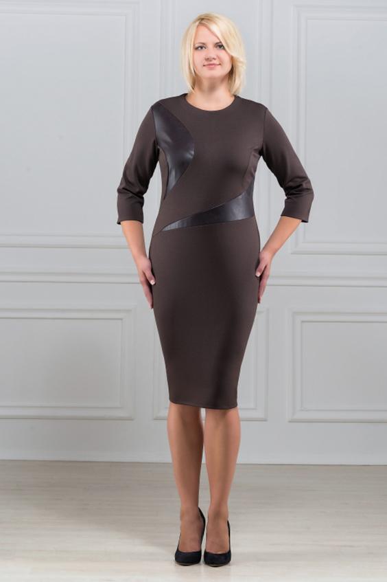 ПлатьеПлатья<br>Элегантное платье построенное на асимметричном рисунке из вставок кожи. Оригинальная отделка из кожи визуально подчеркивают стройность фигуры. Отличный вариант для офиса и на каждый день. Вырез горловины круглый. Рукав 3/4. Ткань - плотный трикотаж, характеризующийся эластичностью, растяжимостью и мягкостью.  Плотность ткани 280 гр/м2  Длина изделия 100-105 см.  Цвет: коричневый  Рост девушки-фотомодели 173 см<br><br>По образу: Город,Офис,Свидание<br>По стилю: Офисный стиль,Повседневный стиль<br>По материалу: Вискоза,Кожа,Трикотаж<br>По рисунку: Однотонные<br>По сезону: Осень,Весна<br>По силуэту: Полуприталенные<br>По форме: Платье - футляр<br>По длине: До колена<br>Рукав: Рукав три четверти<br>Горловина: С- горловина<br>Размер: 50,52,54,56,58,60<br>Материал: 78% вискоза 19% полиэстер 3% эластан<br>Количество в наличии: 2