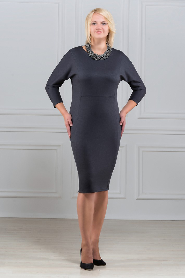 ПлатьеПлатья<br>Платье однотонное, фасона quot;летучая мышьquot;. Основным преимуществом платья является то, что оно украсит женщину с абсолютно любой фигурой. Модели платья с широким верхом в области плеч и узким по бедрам низом идут всем. Ткань характеризуется эластичностью, растяжимостью и мягкостью. Плотность ткани 280 гр/м2  Длина платья 100-105 см.  Цвет: серый  Рост девушки-фотомодели 173 см<br><br>Горловина: С- горловина<br>По длине: Ниже колена<br>По материалу: Вискоза,Трикотаж<br>По рисунку: Однотонные<br>По силуэту: Приталенные<br>По стилю: Офисный стиль,Повседневный стиль<br>По форме: Платье - футляр<br>Рукав: Рукав три четверти<br>По сезону: Осень,Весна,Зима<br>Размер : 56<br>Материал: Трикотаж<br>Количество в наличии: 1