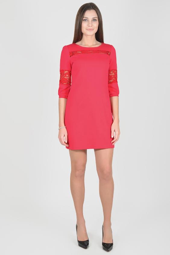 ПлатьеПлатья<br>Однотонное платье с круглой горловиной и рукавами 3/4. Модель выполнена из приятного материала. Отличный выбор для любого случая.  В изделии использованы цвета: коралловый  Рост девушки-фотомодели 175 см.  Параметры размеров: 42 размер - обхват груди 84 см., обхват талии 66 см., обхват бедер 92 см. 44 размер - обхват груди 88 см., обхват талии 70 см., обхват бедер 96 см. 46 размер - обхват груди 92 см., обхват талии 74 см., обхват бедер 100 см. 48 размер - обхват груди 96 см., обхват талии 78 см., обхват бедер 104 см. 50 размер - обхват груди 100 см., обхват талии 82 см., обхват бедер 108 см. 52 размер - обхват груди 104 см., обхват талии 86 см., обхват бедер 112 см. 54 размер - обхват груди 108 см., обхват талии 91 см., обхват бедер 116 см. 56 размер - обхват груди 112 см., обхват талии 95 см., обхват бедер 120 см. 58 размер - обхват груди 116 см., обхват талии 100 см., обхват бедер 124 см. 60 размер - обхват груди 120 см., обхват талии 105 см., обхват бедер 128 см.<br><br>Горловина: С- горловина<br>По длине: До колена<br>По материалу: Гипюр,Трикотаж<br>По рисунку: Однотонные<br>По сезону: Зима,Осень,Весна<br>По силуэту: Полуприталенные<br>По стилю: Нарядный стиль,Повседневный стиль<br>По форме: Платье - футляр<br>Рукав: Рукав три четверти<br>Размер : 44,46,48,50,52<br>Материал: Трикотаж + Гипюр<br>Количество в наличии: 15