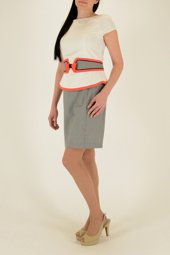 ПлатьеПлатья<br>Интересное платье с баской и короткими рукавами. Модель выполнена из приятного материала. Отличный выбор для любого случая.  Цвет: белый, серый, коралловый  Ростовка изделия 170 см<br><br>Горловина: С- горловина<br>По длине: До колена<br>По материалу: Тканевые<br>По рисунку: Цветные<br>По сезону: Лето,Осень,Весна<br>По силуэту: Приталенные<br>По стилю: Повседневный стиль<br>По форме: Платье - футляр<br>По элементам: С баской,С декором,С разрезом<br>Разрез: Короткий<br>Рукав: Короткий рукав<br>Размер : 46,48<br>Материал: Плательная ткань<br>Количество в наличии: 3