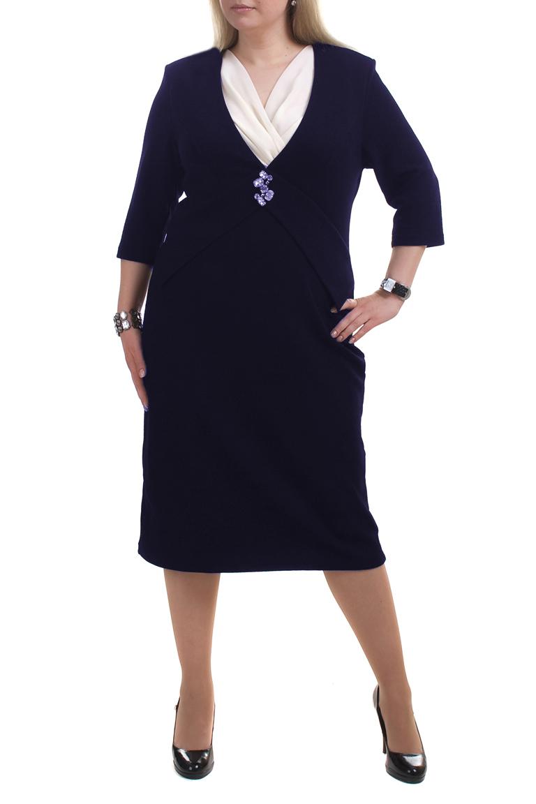 ПлатьеПлатья<br>Стильное женское платье из плотного трикотажа с рукавом три четверти. Отличный выбор для любого случая.  Цвет: синий, белый  Рост девушки-фотомодели 173 см.<br><br>Горловина: V- горловина,Запах<br>По длине: Ниже колена<br>По материалу: Вискоза,Трикотаж<br>По рисунку: Однотонные<br>По силуэту: Полуприталенные<br>По стилю: Повседневный стиль<br>По элементам: С декором<br>Рукав: Рукав три четверти<br>По сезону: Осень,Весна,Зима<br>Размер : 52<br>Материал: Трикотаж<br>Количество в наличии: 1