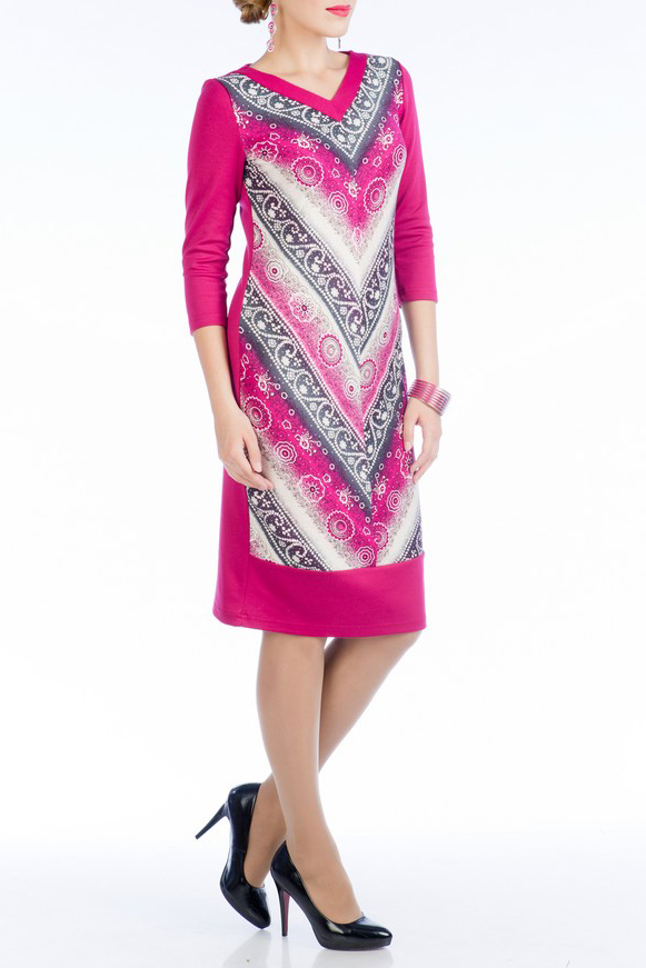 ПлатьеПлатья<br>Стильное платье полуприлегающего силуэта, средней длины, выполнено из трикотажного полотна. Спереди по среднему шву орнамент из стилизованных полос образует ёлочку. Рукава три четверти, отделочная бейка V - образного выреза горловины и горизонтальная вставка по низу платья из однотонного трикотажа-компаньона обрамляют силуэт, создавая яркий, стильный и запоминающийся образ.   Длина платья по середине спинки 98 см.  Ростовка изделия 164 см.  Цвет: розовый, белый, серый<br><br>Горловина: V- горловина<br>По длине: Ниже колена<br>По материалу: Вискоза,Трикотаж<br>По рисунку: Цветные,С принтом<br>По сезону: Весна,Осень,Зима<br>По силуэту: Полуприталенные<br>По стилю: Повседневный стиль<br>По форме: Платье - футляр<br>Рукав: Рукав три четверти<br>Размер : 44,46,48,50<br>Материал: Трикотаж<br>Количество в наличии: 6