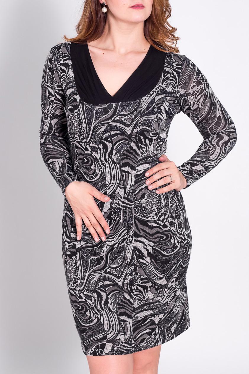 ПлатьеПлатья<br>Прелестное платье с длинными рукавами. Модель выполнена из приятного трикотажа. Отличный выбор для повседневного гардероба.  Цвет: черный, серый, белый  Рост девушки-фотомодели 180 см.<br><br>Горловина: V- горловина<br>По длине: До колена<br>По материалу: Трикотаж<br>По рисунку: Абстракция,Цветные<br>По сезону: Зима<br>По силуэту: Полуприталенные<br>По стилю: Повседневный стиль<br>По форме: Платье - футляр<br>По элементам: С декором<br>Рукав: Длинный рукав<br>Размер : 52<br>Материал: Трикотаж<br>Количество в наличии: 3