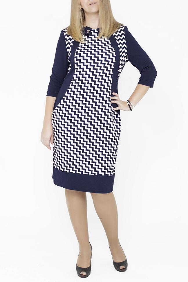 ПлатьеПлатья<br>Очень женственное платье больших размеров 50-58. Однотонные вставки изгибами по полочке выгодно подчеркивают фигуру, переходя в карманы. Спинка однотонная, ткань тянется. Модный воротник украшен фурнитурой.  В изделии использованы цвета: синий, белый  Параметры размеров: 44 размер - обхват груди 84 см., обхват талии 72 см., обхват бедер 97 см. 46 размер - обхват груди 92 см., обхват талии 76 см., обхват бедер 100 см. 48 размер - обхват груди 96 см., обхват талии 80 см., обхват бедер 103 см. 50 размер - обхват груди 100 см., обхват талии 84 см., обхват бедер 106 см. 52 размер - обхват груди 104 см., обхват талии 88 см., обхват бедер 109 см. 54 размер - обхват груди 110 см., обхват талии 94,5 см., обхват бедер 114 см. 56 размер - обхват груди 116 см., обхват талии 101 см., обхват бедер 119 см. 58 размер - обхват груди 122 см., обхват талии 107,5 см., обхват бедер 124 см. 60 размер - обхват груди 128 см., обхват талии 114 см., обхват бедер 129 см.  Ростовка изделия 168 см.<br><br>Горловина: С- горловина<br>По длине: Ниже колена<br>По материалу: Трикотаж<br>По рисунку: С принтом,Цветные<br>По силуэту: Приталенные<br>По стилю: Офисный стиль,Повседневный стиль<br>По форме: Платье - футляр<br>По элементам: С декором,С разрезом<br>Разрез: Короткий,Шлица<br>Рукав: Рукав три четверти<br>По сезону: Осень,Весна,Зима<br>Размер : 50<br>Материал: Трикотаж<br>Количество в наличии: 3