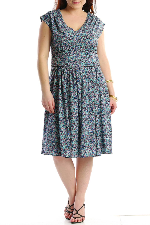 ПлатьеПлатья<br>Женское платье с круглой горловиной и короткими рукавами. Модель выполнена из хлопкового материала. Отличный выбор для повседневного гардероба.  Цвет: голубой, синий<br><br>Горловина: С- горловина<br>По рисунку: Цветные,С принтом<br>По сезону: Лето<br>По силуэту: Полуприталенные<br>По материалу: Хлопок<br>По стилю: Летний стиль,Повседневный стиль<br>По длине: До колена<br>Рукав: Без рукавов<br>По форме: Платье - трапеция<br>По элементам: Со складками<br>Размер : 46<br>Материал: Хлопок<br>Количество в наличии: 2