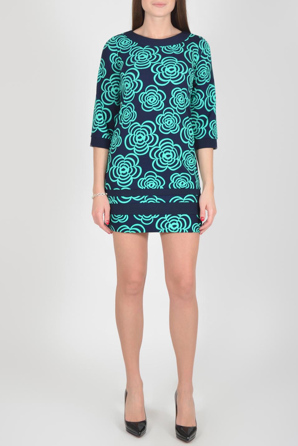 ПлатьеПлатья<br>Цветное платье с круглой горловиной и рукавами 3/4. Модель выполнена из приятного материала. Отличный выбор для повседневного гардероба.  Длина изделия по спинке 82 см.  В изделии использованы цвета: темно-синий, бирюзовый  Рост девушки-фотомодели 175 см.  Параметры размеров: 42 размер - обхват груди 84 см., обхват талии 66 см., обхват бедер 92 см. 44 размер - обхват груди 88 см., обхват талии 70 см., обхват бедер 96 см. 46 размер - обхват груди 92 см., обхват талии 74 см., обхват бедер 100 см. 48 размер - обхват груди 96 см., обхват талии 78 см., обхват бедер 104 см. 50 размер - обхват груди 100 см., обхват талии 82 см., обхват бедер 108 см. 52 размер - обхват груди 104 см., обхват талии 86 см., обхват бедер 112 см. 54 размер - обхват груди 108 см., обхват талии 91 см., обхват бедер 116 см. 56 размер - обхват груди 112 см., обхват талии 95 см., обхват бедер 120 см. 58 размер - обхват груди 116 см., обхват талии 100 см., обхват бедер 124 см. 60 размер - обхват груди 120 см., обхват талии 105 см., обхват бедер 128 см.<br><br>Горловина: С- горловина<br>По длине: До колена<br>По материалу: Трикотаж<br>По рисунку: Растительные мотивы,С принтом,Цветные,Цветочные<br>По сезону: Зима,Осень,Весна<br>По силуэту: Полуприталенные<br>По стилю: Повседневный стиль<br>По форме: Платье - футляр<br>По элементам: С манжетами<br>Рукав: Рукав три четверти<br>Размер : 44,46,48,50,52<br>Материал: Трикотаж<br>Количество в наличии: 12