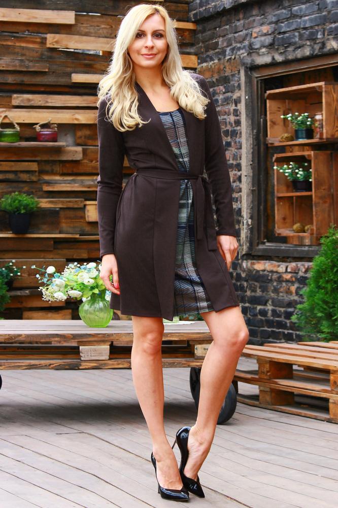 ПлатьеПлатья<br>Комбинированное платье из полушерстяного трикотажного полотна, рукав втачной длинный. В целом изделие смотриться как комплект-двойка. Платье без пояса.  Длина платья от 89 см до 104 см , в зависимости от размера.  Цвет: коричневый, синий, зеленый  Рост девушки-фотомодели 175 см.<br><br>Горловина: С- горловина<br>По длине: До колена<br>По материалу: Трикотаж<br>По рисунку: С принтом,Цветные<br>По силуэту: Приталенные<br>По стилю: Повседневный стиль<br>По форме: Платье - футляр<br>Рукав: Длинный рукав<br>По сезону: Осень,Весна,Зима<br>По элементам: С декором<br>Размер : 46,48,52,54<br>Материал: Джерси<br>Количество в наличии: 5