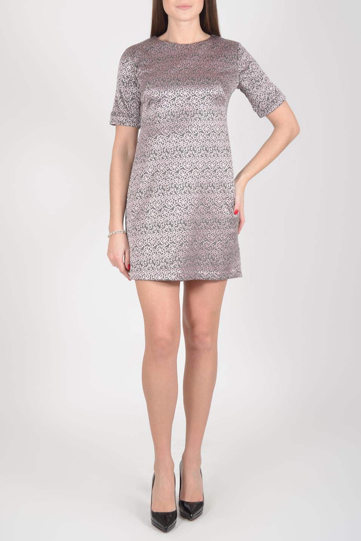 ПлатьеПлатья<br>Чудесное платье с круглой горловиной и короткими рукавами. Модель выполнена из приятного материала. Отличный выбор для повседневного гардероба.  Длина изделия по спинке до 48 размера - 82 см., в 48 размере - 91 см., после 48 размера 93 см.  В изделии использованы цвета: розовый, серый  Рост девушки-фотомодели 175 см.  Параметры размеров: 42 размер - обхват груди 84 см., обхват талии 66 см., обхват бедер 92 см. 44 размер - обхват груди 88 см., обхват талии 70 см., обхват бедер 96 см. 46 размер - обхват груди 92 см., обхват талии 74 см., обхват бедер 100 см. 48 размер - обхват груди 96 см., обхват талии 78 см., обхват бедер 104 см. 50 размер - обхват груди 100 см., обхват талии 82 см., обхват бедер 108 см. 52 размер - обхват груди 104 см., обхват талии 86 см., обхват бедер 112 см. 54 размер - обхват груди 108 см., обхват талии 91 см., обхват бедер 116 см. 56 размер - обхват груди 112 см., обхват талии 95 см., обхват бедер 120 см. 58 размер - обхват груди 116 см., обхват талии 100 см., обхват бедер 124 см. 60 размер - обхват груди 120 см., обхват талии 105 см., обхват бедер 128 см.<br><br>Горловина: С- горловина<br>По длине: До колена<br>По материалу: Трикотаж<br>По рисунку: С принтом,Цветные<br>По силуэту: Полуприталенные<br>По стилю: Повседневный стиль<br>По форме: Платье - футляр<br>Рукав: Короткий рукав<br>По сезону: Осень,Весна<br>Размер : 44,46,48,50,52<br>Материал: Трикотаж<br>Количество в наличии: 15