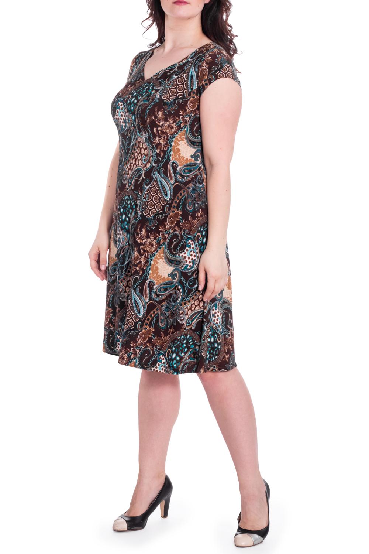 ПлатьеПлатья<br>Платье приталенного силуэта с V-образной горловиной и короткими рукавами. Модель выполнена из приятного материала. Отличный выбор для повседневного гардероба. Ростовка изделия 164 см.  В изделии использованы цвета: коричневый, голубой и др.  Рост девушки-фотомодели 180 см  Параметры размеров: 42 размер - обхват груди 84 см., обхват талии 66 см., обхват бедер 90 см. 44 размер - обхват груди 88 см., обхват талии 70 см., обхват бедер 94 см. 46 размер - обхват груди 92 см., обхват талии 74 см., обхват бедер 98 см. 48 размер - обхват груди 96 см., обхват талии 78 см., обхват бедер 102 см. 50 размер - обхват груди 100 см., обхват талии 82 см., обхват бедер 106 см. 52 размер - обхват груди 104 см., обхват талии 86 см., обхват бедер 110 см. 54 размер - обхват груди 108 см., обхват талии 92 см., обхват бедер 116 см. 56 размер - обхват груди 112 см., обхват талии 98 см., обхват бедер 122 см. 58 размер - обхват груди 116 см., обхват талии 104 см., обхват бедер 128 см. 60 размер - обхват груди 120 см., обхват талии 110 см., обхват бедер 134 см. 62 размер - обхват груди 124 см., обхват талии 118 см., обхват бедер 140 см. 64 размер - обхват груди 128 см., обхват талии 126 см., обхват бедер 146 см. 66 размер - обхват груди 132 см., обхват талии 132 см., обхват бедер 152 см. 68 размер - обхват груди 138 см., обхват талии 140 см., обхват бедер 158 см.<br><br>Горловина: V- горловина<br>По длине: Ниже колена<br>По материалу: Трикотаж<br>По рисунку: С принтом,Цветные<br>По сезону: Весна,Лето<br>По силуэту: Полуприталенные<br>По стилю: Повседневный стиль<br>По форме: Платье - трапеция<br>Рукав: Короткий рукав<br>Размер : 52,56<br>Материал: Холодное масло<br>Количество в наличии: 2