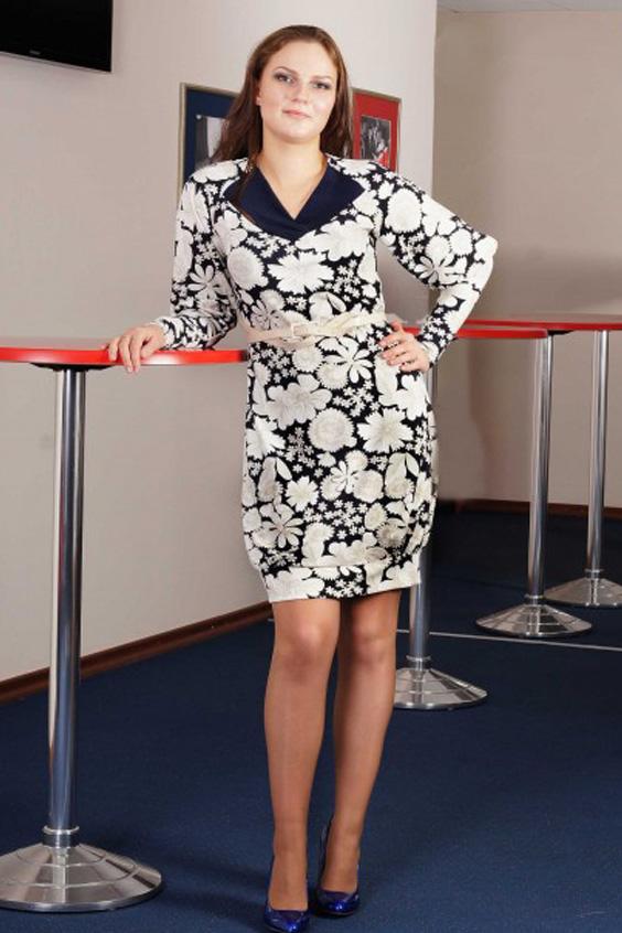 ПлатьеПлатья<br>Это элегантное платье из плотного трикотажа станет любимым повседневным нарядом для многих представительниц слабого пола. Его цветочная расцветка на синем фоне сделает владелицу такого платья более женственной и романтичной. Изюминкой этой модели являются ее V-образная горловина, отделанная темно-синими вставками, а также рукава кроя реглан с высокими манжетами. Интересная деталь этого платья - это его низ, который немного присобран и имеет манжет.     Платье из плотного набивного трикотажа. Перед с V-образной горловиной, отделанной декоративными вставками, присобранными  у центра. Спинка со средним швом. Рукава покроя реглан, длинные, обработанные манжетой. Манжета высокая, до локтя. Низ платья чуть присобран и обработан манжетой.   Длина изделия:  до 50 размера - 91 см после 50 размера - 96 см  Цвет: синий, белый  Ростовка изделия 170 см.<br><br>Горловина: V- горловина<br>По длине: До колена<br>По материалу: Трикотаж<br>По образу: Свидание<br>По рисунку: Растительные мотивы,С принтом,Цветные,Цветочные<br>По силуэту: Полуприталенные<br>По стилю: Повседневный стиль,Романтический стиль<br>По форме: Платье - баллон<br>Рукав: Длинный рукав<br>По сезону: Осень,Весна<br>Размер : 46,48,50,52,54,56<br>Материал: Трикотаж<br>Количество в наличии: 7