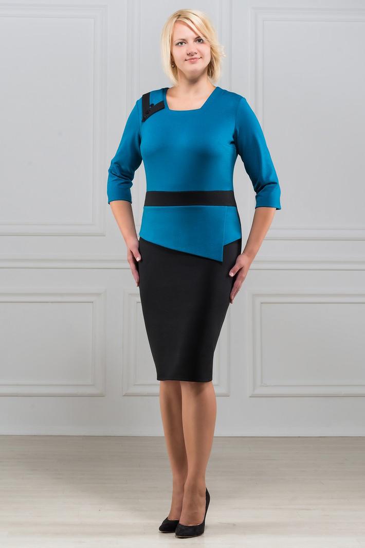 ПлатьеПлатья<br>Элегантное платье построенное на сочетании двух контрастных цветов и ассиметричном рисунке. На платье имеются декоративные пуговицы. Классический вариант для офиса. Вырез горловины круглый. Рукав 3/4. Ткань - плотный трикотаж, характеризующийся эластичностью, растяжимостью и мягкостью.  Длина изделия 100-105 см.   В изделии использованы цвета: голубой, черный  Рост девушки-фотомодели 173 см<br><br>По длине: До колена<br>По материалу: Вискоза,Трикотаж<br>По рисунку: Цветные<br>По силуэту: Полуприталенные<br>По стилю: Повседневный стиль<br>По форме: Платье - футляр<br>Рукав: Рукав три четверти<br>По сезону: Осень,Весна,Зима<br>Горловина: Фигурная горловина<br>Размер : 50,52,54,56,58<br>Материал: Трикотаж<br>Количество в наличии: 5