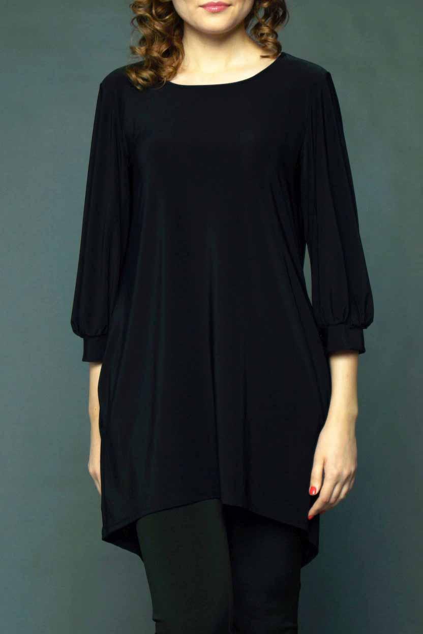 ПлатьеПлатья<br>Гармоничное женское платье - туника с округлой горловиной и фигурным низом. Модель выполнена из приятного трикотажа. Отличный выбор для создания повседневного образа.  Цвет: черный.  Рост девушки-фотомодели 170 см.<br><br>Горловина: С- горловина<br>По длине: До колена<br>По материалу: Трикотаж<br>По образу: Город,Офис,Свидание<br>По рисунку: Однотонные<br>По силуэту: Свободные<br>По стилю: Классический стиль,Кэжуал,Офисный стиль,Повседневный стиль<br>По элементам: С декором,С манжетами,С фигурным низом,Со складками<br>Рукав: Рукав три четверти<br>По сезону: Осень,Весна<br>Размер : 40-42,44-46,48-50<br>Материал: Холодное масло<br>Количество в наличии: 4