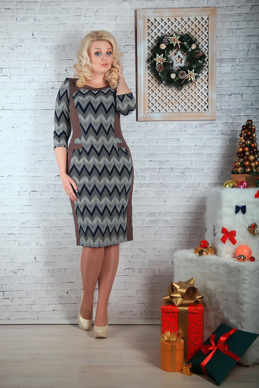ПлатьеПлатья<br>Цветное платье приталенного силуэта с рукавами 3/4. Модель выполнена из плотного трикотажа. Отличный выбор для любого случая.   В изделии использованы цвета: шоколадный, серый и др.  Параметры размеров: 44 размер - обхват груди 84 см., обхват талии 72 см., обхват бедер 97 см. 46 размер - обхват груди 92 см., обхват талии 76 см., обхват бедер 100 см. 48 размер - обхват груди 96 см., обхват талии 80 см., обхват бедер 103 см. 50 размер - обхват груди 100 см., обхват талии 84 см., обхват бедер 106 см. 52 размер - обхват груди 104 см., обхват талии 88 см., обхват бедер 109 см. 54 размер - обхват груди 110 см., обхват талии 94,5 см., обхват бедер 114 см. 56 размер - обхват груди 116 см., обхват талии 101 см., обхват бедер 119 см. 58 размер - обхват груди 122 см., обхват талии 107,5 см., обхват бедер 124 см. 60 размер - обхват груди 128 см., обхват талии 114 см., обхват бедер 129 см.  Ростовка изделия 168 см.<br><br>Горловина: С- горловина<br>По длине: Ниже колена<br>По материалу: Трикотаж<br>По рисунку: С принтом,Цветные<br>По сезону: Зима,Осень,Весна<br>По силуэту: Приталенные<br>По стилю: Повседневный стиль<br>По форме: Платье - футляр<br>Рукав: Рукав три четверти<br>Размер : 50,56<br>Материал: Трикотаж<br>Количество в наличии: 3