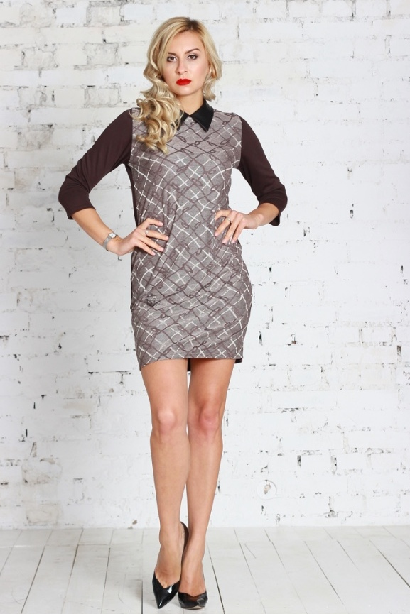 ПлатьеПлатья<br>Комбинированное прямое платье, рукава и спинка выполнены из однотонного полушерстяного трикотажного полотна, перед - из вискозного полотна с набивным рисунком. Рукав втачной, 3/4. Нарядным дополнением служит воротник из мягкой искусственной кожи.   Длина изделия от 85 см до 95 см, в зависимости от размера.  Цвет: коричневый, бежевый  Рост девушки-фотомодели 175 см<br><br>По длине: До колена<br>По материалу: Трикотаж<br>По рисунку: Цветные,В клетку,С принтом<br>По стилю: Повседневный стиль<br>По форме: Платье - футляр<br>Рукав: Рукав три четверти<br>По сезону: Осень,Весна,Зима<br>Воротник: Рубашечный<br>По силуэту: Полуприталенные<br>Размер : 46,50<br>Материал: Трикотаж<br>Количество в наличии: 2